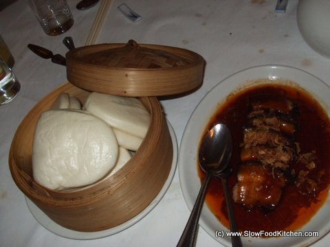 Braised belly pork with man tou buns