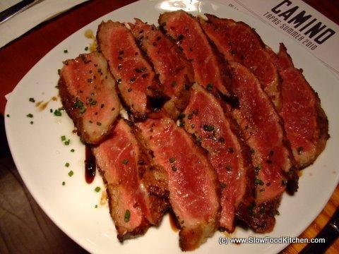 Ibérico black pig shoulder blade cooked medium-rare