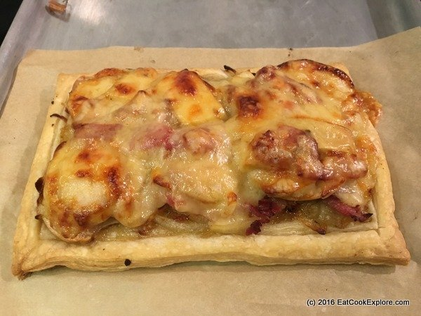 Cooking with Comte Onion tart with apples, bacon & Comté Cheese