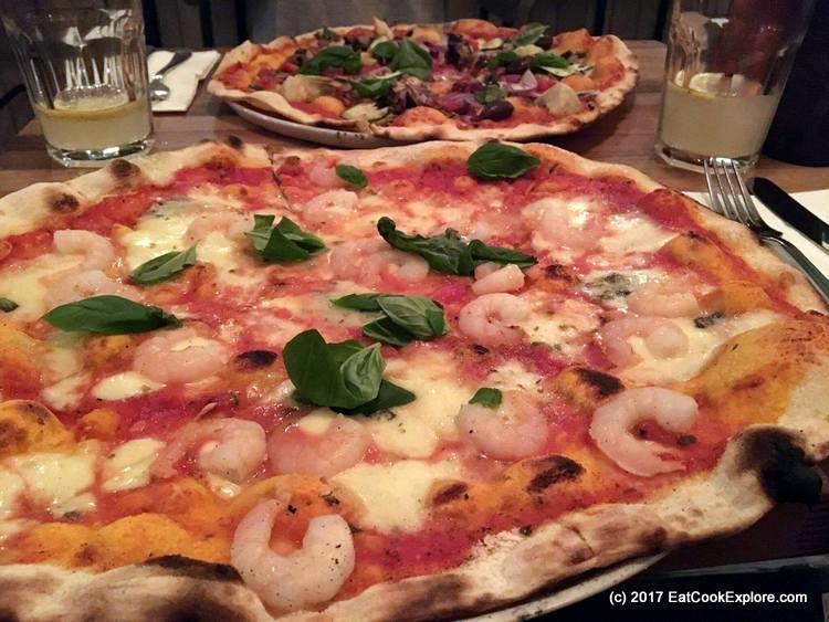 Pizza with prawns