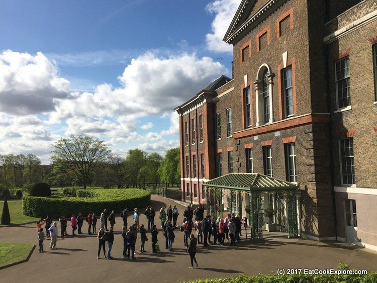 Kensington Palace Queue to enter
