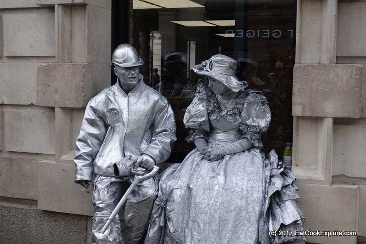 Human statues on a break