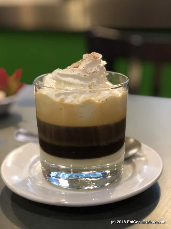 Mrs les Egg Coffee (Cà Phê Trứng)