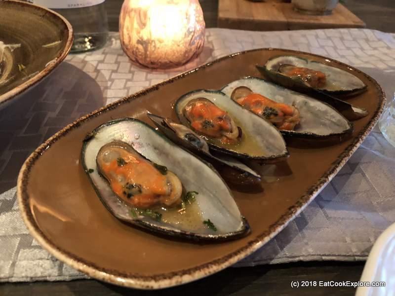Lokhandwala Charlotte Street Mussels in lemon coriander butter