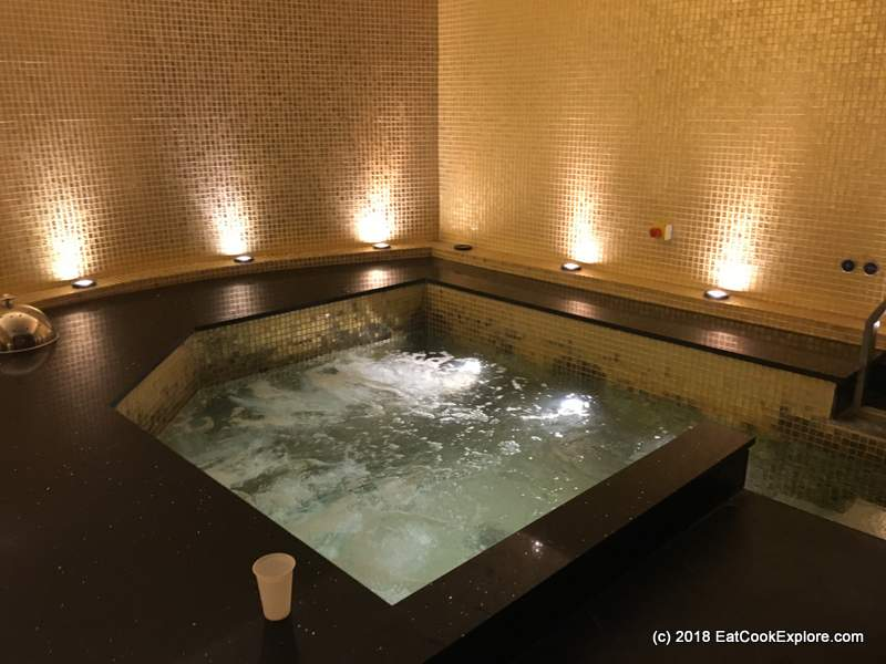 Hot tub at Thai Square Spa